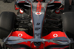 Pedro de la Rosa, Test Driver, McLaren Mercedes, MP4-23, detail, on slick tyres