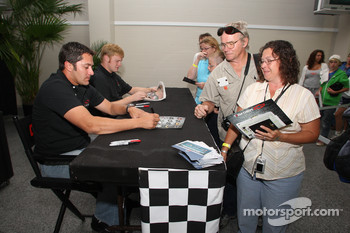 David Stremme and Steve Wallace sign autographs