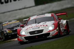 #39 Denso Dunlop Sard SC430: Toranosuke Takagi, Andre Couto
