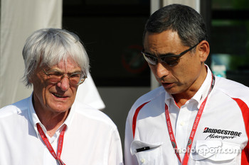 Bernie Ecclestone, President and CEO of Formula One Management, Hiroshi Yasukawa, Bridgestone