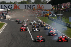 Start, Lewis Hamilton, McLaren Mercedes, MP4-23 and Felipe Massa, Scuderia Ferrari, F2008