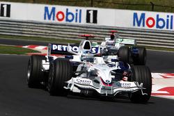 Nick Heidfeld, BMW Sauber F1 Team, F1.08 leads Jenson Button, Honda Racing F1 Team, RA108