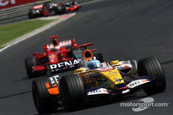 Fernando Alonso, Renault F1 Team, R28 leads Kimi Raikkonen, Scuderia Ferrari, F2008