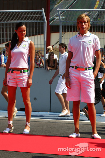 Grid girl and Grid Boy