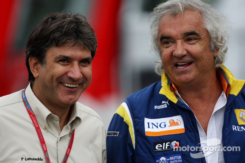 Pasquale Lattuneddu, FOM, Formula One Management and Flavio Briatore, Renault F1 Team, Team Chief, Managing Director