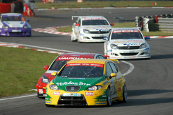 Darren Turner leads Fabrizio Giovanardi and Martyn Bell