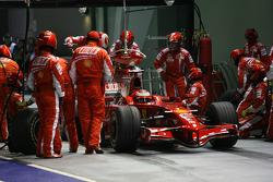 Kimi Raikkonen, Scuderia Ferrari, F2008 pit stop