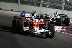 Jarno Trulli, Toyota Racing, TF108 leads Nico Rosberg, WilliamsF1 Team, FW30