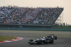 Kazuki Nakajima, Williams F1 Team, FW30 leads Mark Webber, Red Bull Racing, RB4