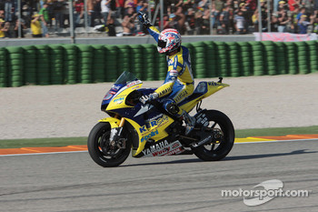 Colin Edwards waves to the fans
