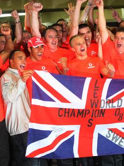 2008 World Champion Lewis Hamilton celebrates with his brother Nicolas, Heikki Kovalainen and Mercedes team members
