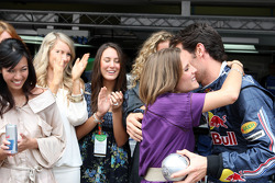 Formula Unas girls contest: the winner with Mark Webber