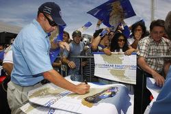 Giniel de Villiers signs autographs
