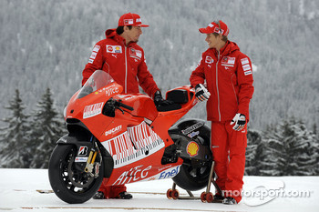 Casey Stoner and Nicky Hayden unveil the new Ducati Desmosedici GP9