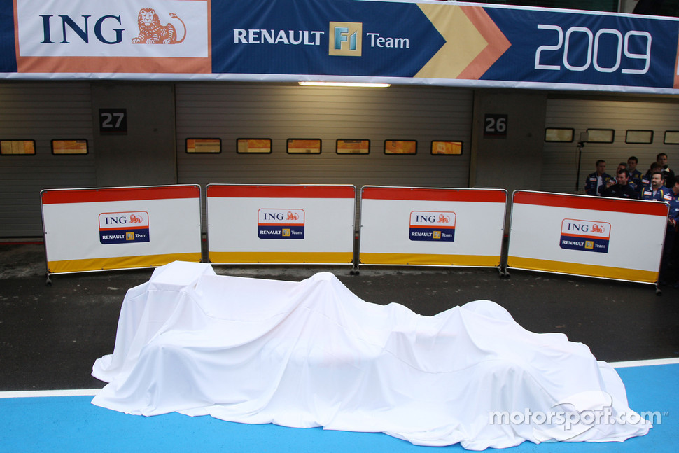 The new Renault R29 under veil