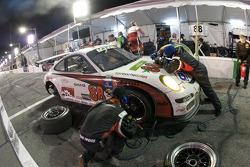 Pit stop for #88 Farnbacher Loles Racing Porsche GT3: Steve Johnson, Dave Lacey, Robert Nearn, James Sofronas, Richard Westbrook