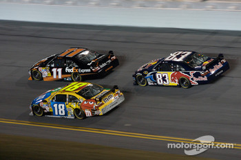Denny Hamlin, Joe Gibbs Racing Toyota, Kyle Busch, Joe Gibbs Racing Toyota, Brian Vickers, Red Bull Racing Team Toyota