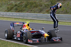 Sebastian Vettel, Red Bull Racing, RB5, stops on track
