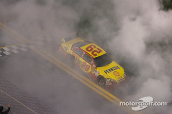 Race winner Kevin Harvick, Richard Childress Racing Chevrolet celebrates with a burnout