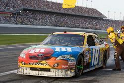 Pit stop for Kyle Busch, Joe Gibbs Racing Toyota