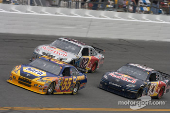 Michael Waltrip, Michael Waltrip Racing Toyota, Scott Speed, Red Bull Racing Team Toyota, Brian Vickers, Red Bull Racing Team Toyota
