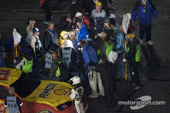 Race is declared over on lap 152: race winner Matt Kenseth, Roush Fenway Racing Ford celebrates with his wife Katie