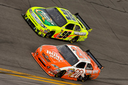 Joey Logano, Joe Gibbs Racing Toyota, Paul Menard, Yates Racing Ford