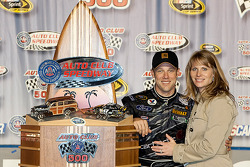 Victory lane: race winner Matt Kenseth, Roush Fenway Racing Ford with wife Katie