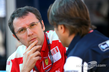 Stefano Domenicali, Scuderia Ferrari Sporting Director and Sam Michael, WilliamsF1 Team, Technical director