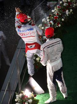 Podium: second place Nick Heidfeld, BMW Sauber F1 Team, third place Timo Glock, Toyota F1 Team