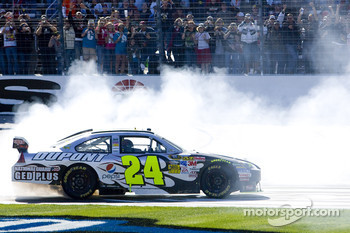 Race winner Jeff Gordon, Hendrick Motorsports Chevrolet, celebrates