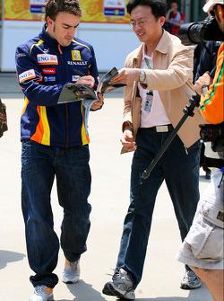 Fernando Alonso, Renault F1 Team signing autographs