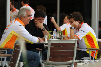 Flavio Briatore, Renault F1 Team, Team Chief, Managing Director and Fernando Alonso, Renault F1 Team