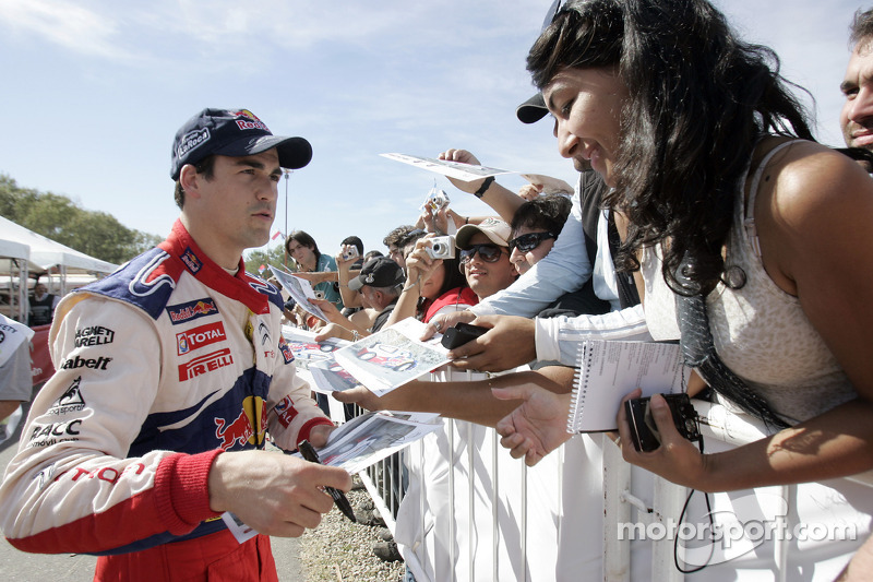 Daniel Sordo with fans