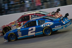 Tony Stewart, Stewart-Haas Racing Chevrolet, Kurt Busch, Penske Racing Dodge