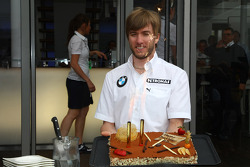 Nick Heidfeld, BMW Sauber F1 Team celebrates his Birthday with a cake