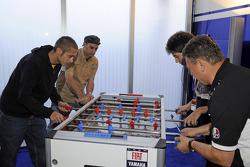Valentino Rossi, Fiat Yamaha Team plays fussball