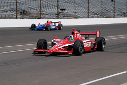 Dario Franchitti enters the pits, Paul Tracy still on track