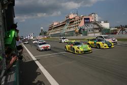 冠军:曼泰车队1号保时捷997 GT3 RSR:蒂莫·伯恩哈德、马克·里布、罗曼·杜马斯、马塞尔·蒂曼