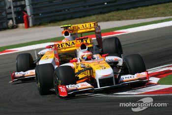 Fernando Alonso, Renault F1 Team and Nelson A. Piquet, Renault F1 Team
