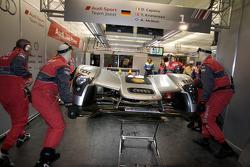 Front bodywork change for the #1 Audi Sport Team Joest Audi R15 TDI: Allan McNish, Rinaldo Capello, Tom Kristensen