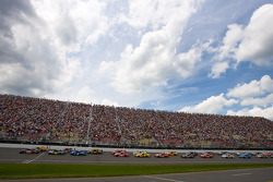 Start: Brian Vickers, Red Bull Racing Team Toyota and Kyle Busch, Joe Gibbs Racing Toyota lead the field