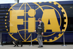 Search dogs by the FIA motorhome