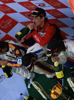 GT300 podium: class winners Hiroki Yoshimoto