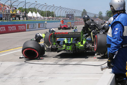 Ernesto Viso, HVM Racing makes a pit stop