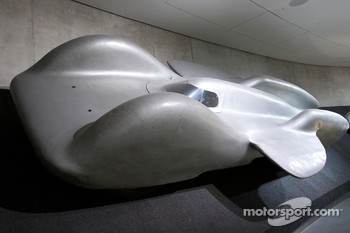 Fascination of technology: 1939 Mercedes-Benz T 80 world record car