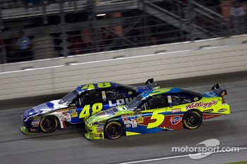 Mark Martin, Hendrick Motorsports Chevrolet and Jimmie Johnson, Hendrick Motorsports Chevrolet battle for the lead