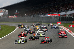 Start of the race with Rubens Barrichello, Brawn GP, Lewis Hamilton, McLaren Mercedes, Mark Webber, Red Bull Racing and the field