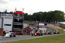 Andy Soucek leads at the start of race 2