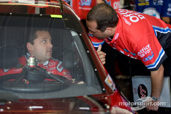 Tony Stewart, Stewart-Haas Racing Chevrolet talks with crew chief, Darian Grubb